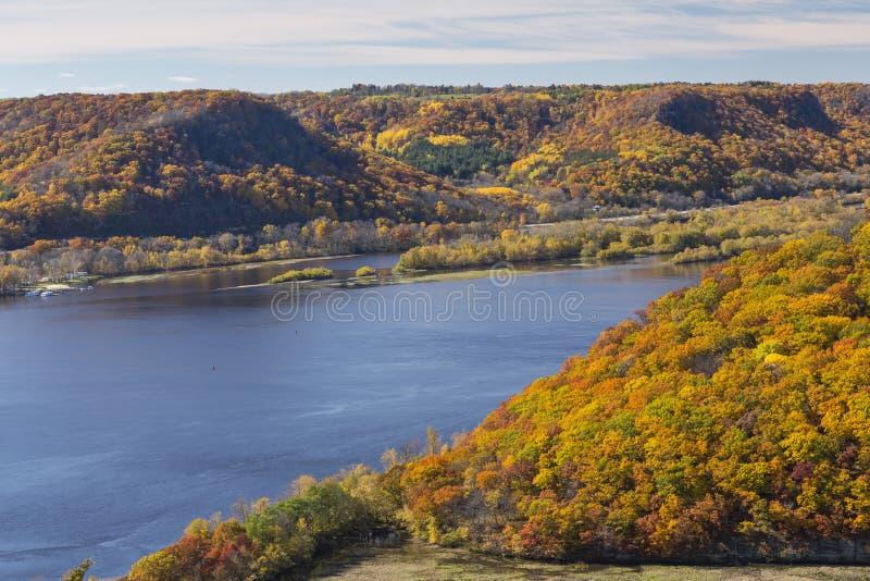 Mississippi River i höst royaltyfria bilder