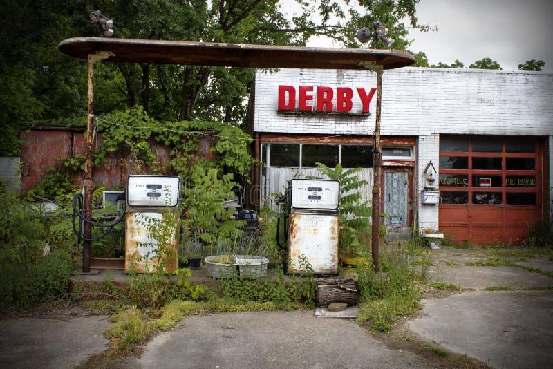 Missouri Förenta staterna, circa Juni 2016 - gammal övergiven derbybensinstation på rutt 66 royaltyfria foton