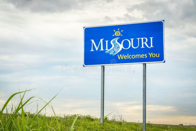 Missouri välkomnar dig vägrentecknet royaltyfri fotografi