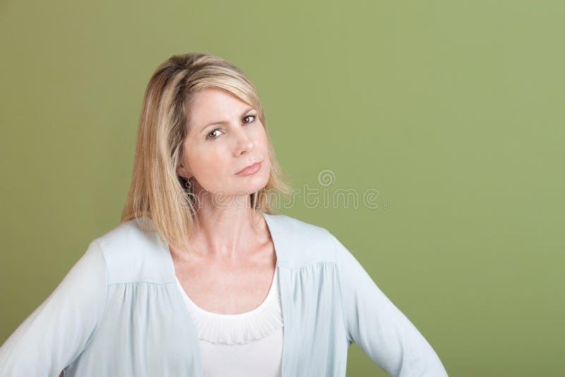 Misstrauische Frau stockbild