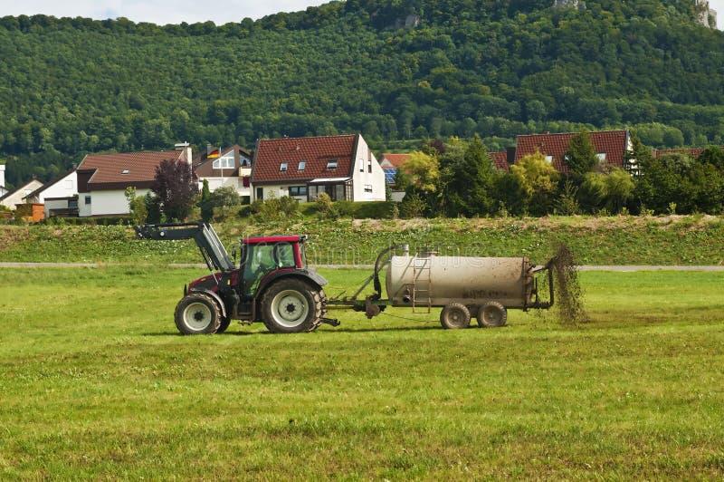 Download Mist stockfoto. Bild von wiese, traktor, bewirtschaften - 26351986