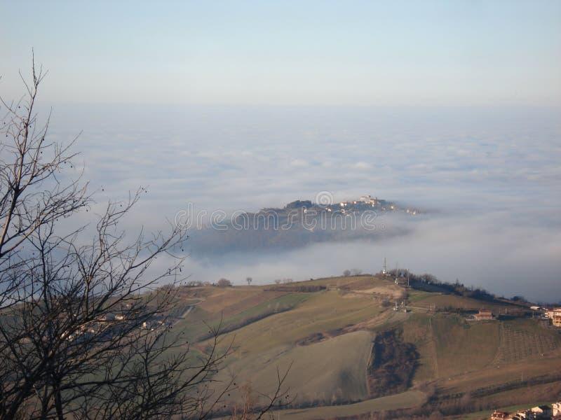 Mist in de bergen royalty-vrije stock foto's