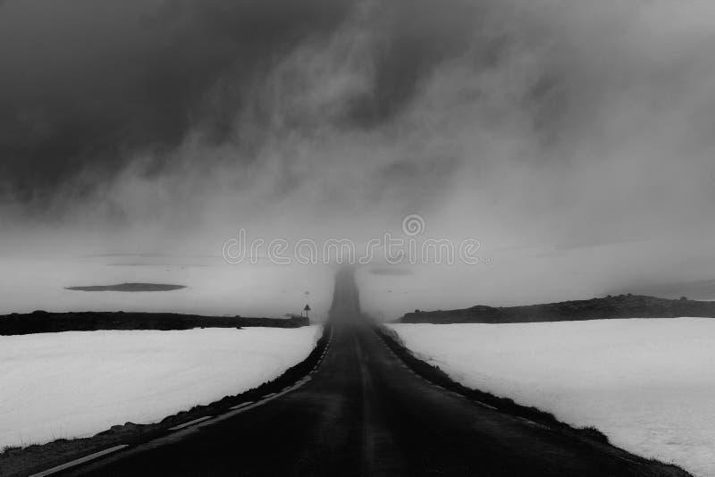 Mist in de bergen van Noorwegen royalty-vrije stock foto's