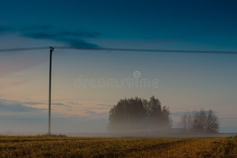Mist die vroeg in de Avond toenemen royalty-vrije stock foto