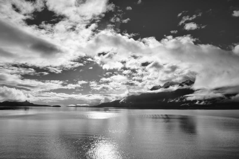 Mist och sol arkivfoto