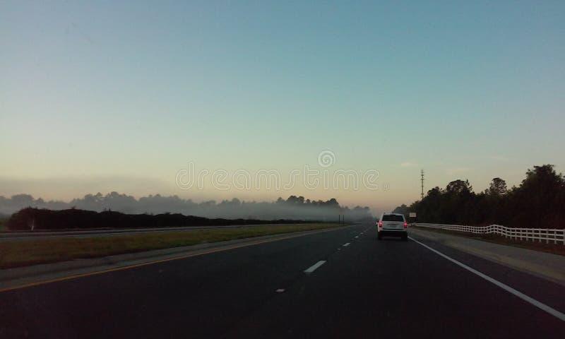 Mist op weg stock foto's