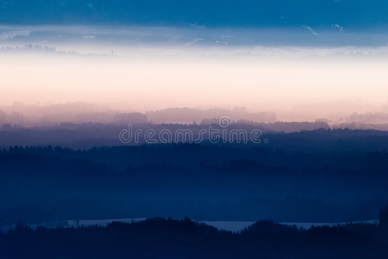 Mist over Beierse Alpen royalty-vrije stock foto's