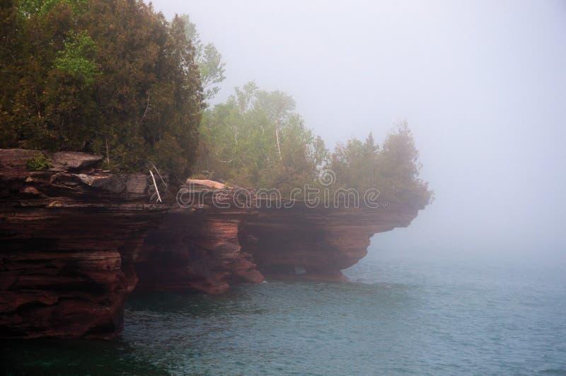 Mist over Overzeese van het Duivelseiland Holen stock foto's