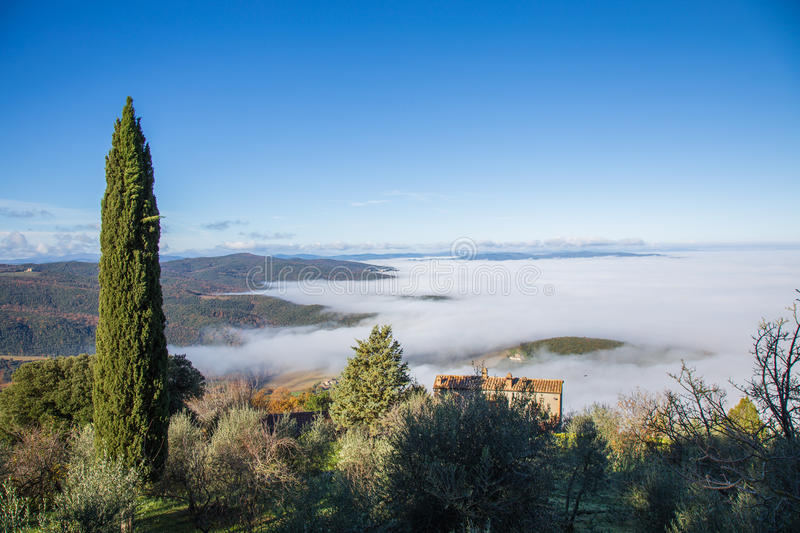 Mist in Val D ` Orcia stock foto's