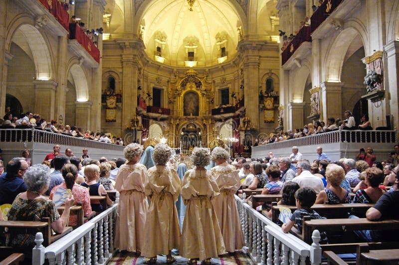 Misteri av Elche den religiösa showen i domkyrkan av Santa Maria i de Augusti berömmarna i Elche royaltyfri bild