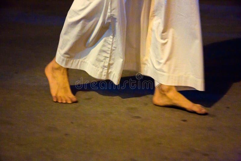 Misteri e penitents nella processione di sera il venerdì santo fotografia stock