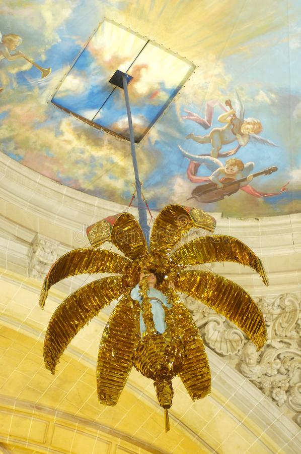 Misteri van godsdienstig Elche toont in de Kathedraal van Santa Maria in de Augustus-vieringen in Elche stock afbeelding