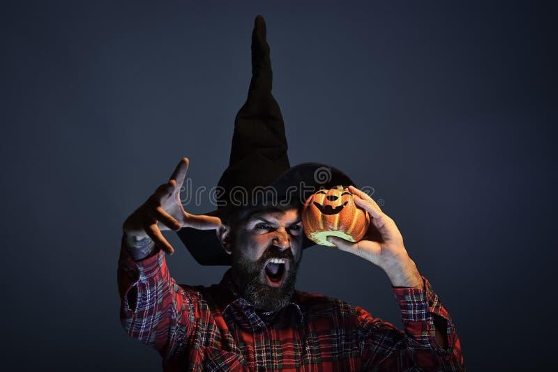 Misterio de Halloween y concepto de la magia imagen de archivo libre de regalías