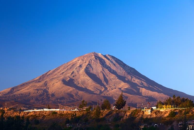 Misti火山在阿雷基帕,秘鲁 免版税库存照片