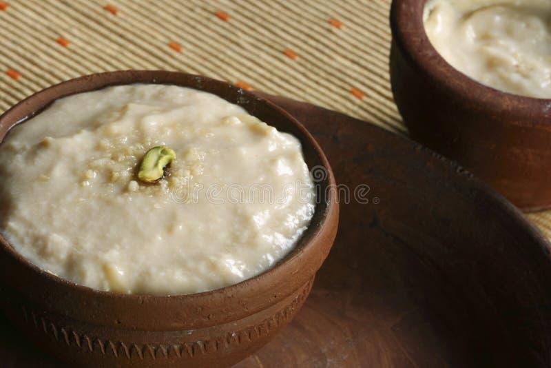 Misti Doi ist ein populärer Nachtisch von Indien lizenzfreie stockfotografie