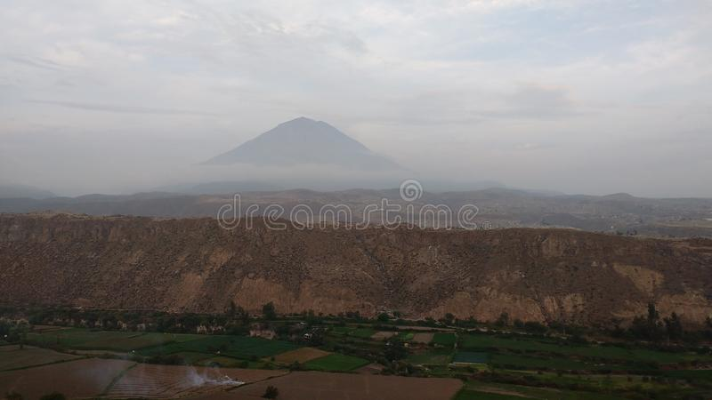Misti volcan arequipa - peru de Majestuoso foto de stock