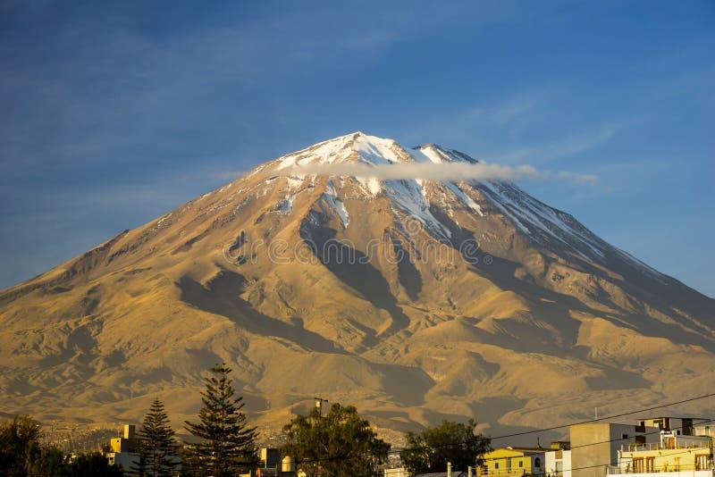 Misti vulkan Arequipa Peru royaltyfri fotografi