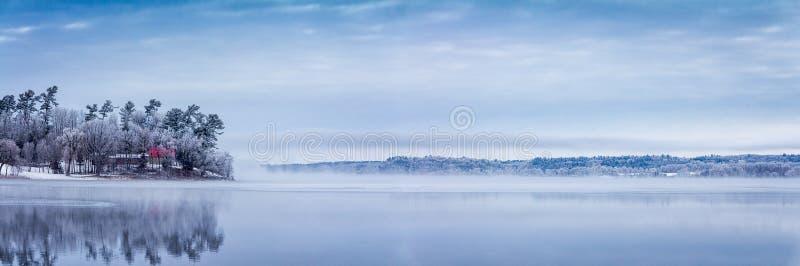 Mistig, Frosty Morning op Muskrat-Meer stock afbeelding