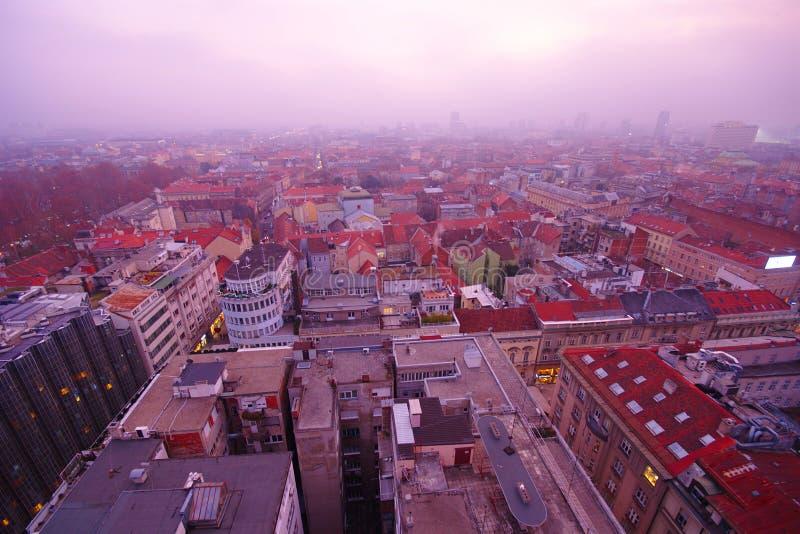 Mistige Cityscape, Zagreb, Kroatië stock afbeeldingen