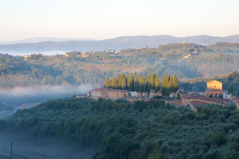 Mistige Ochtend in Toscanië stock foto