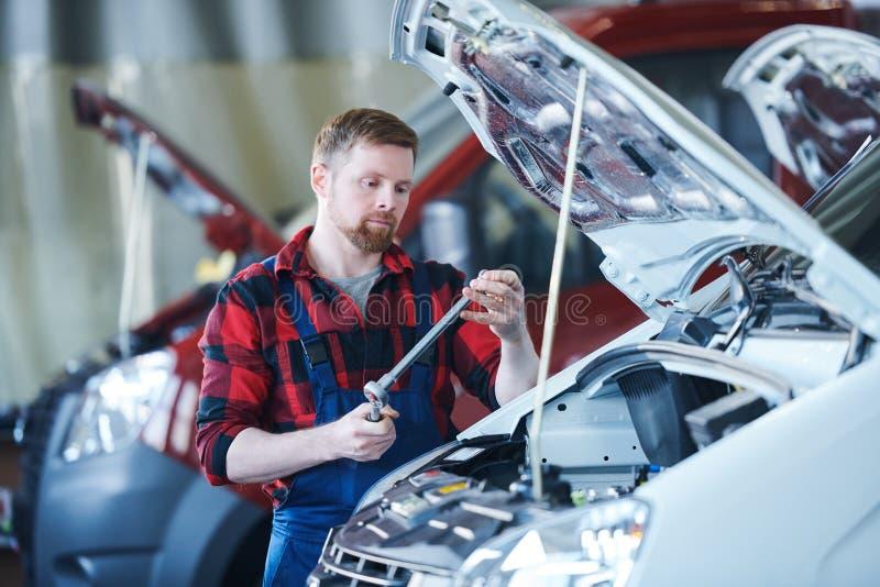 Mistrz samochodowa remontowa usługa obrazy royalty free