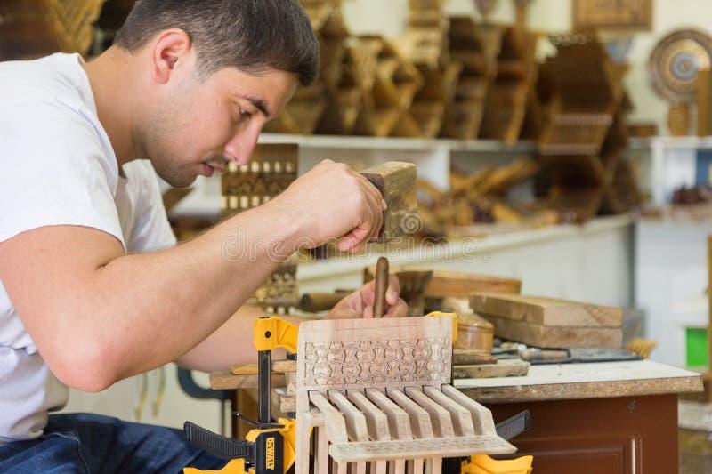 Mistrzowscy robi tworzy pomysłowi rihals drewniani książkowi stojaki od Bukhara, Uzbekistan obrazy royalty free