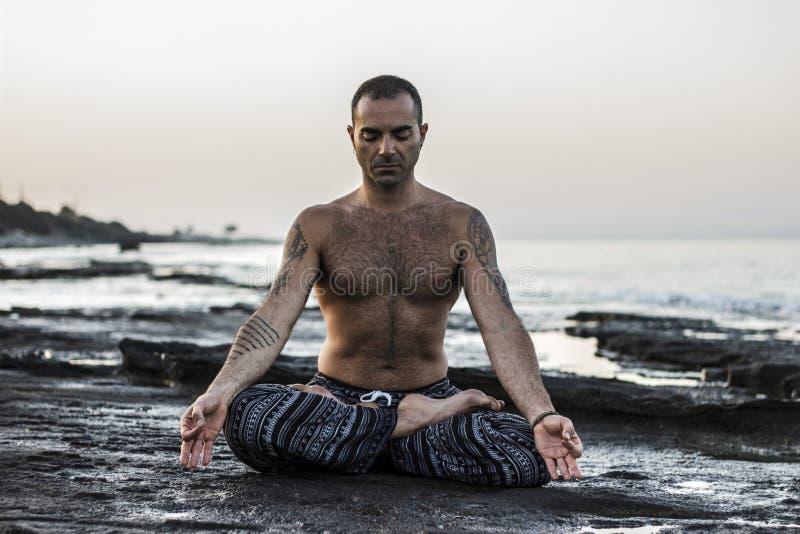 mistrzu jogi człowieku fotografia stock