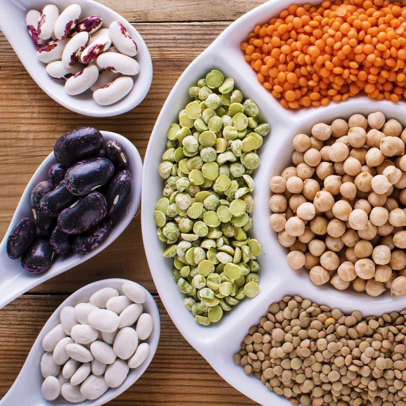 Mistura colorida dos feijões diferentes, leguminosa, ervilhas, lentilhas fotos de stock