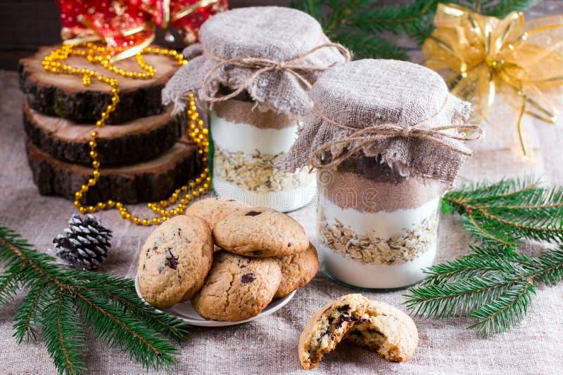 Mistura das cookies em um frasco fotos de stock royalty free
