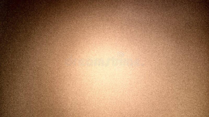 Mistura de cor preta marrom do sumário protegida com fundo seco áspero da textura da parede branca do fundo foto de stock