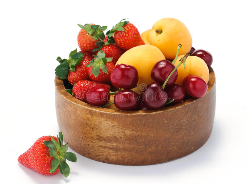 Mistura de fruta - alperces, cerejas e morangos foto de stock