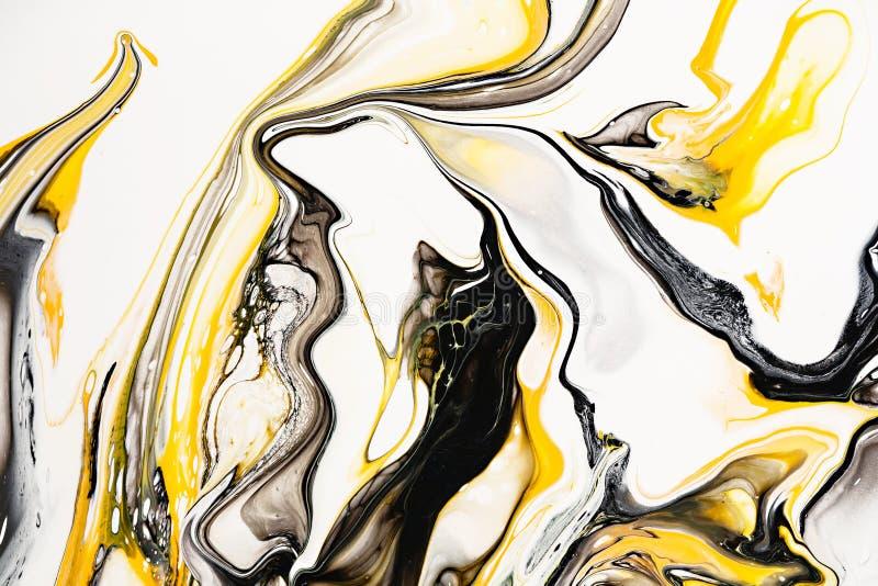 Mistura de pinturas acrílicas arte finala moderna Pinturas acrílicas misturadas amarelas e pretas Textura de mármore líquida Apli fotos de stock