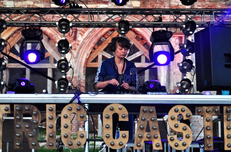 Mistura do DJ da mulher viva foto de stock royalty free