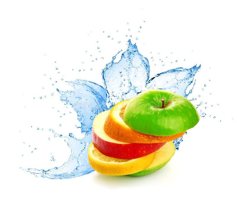 Mistura do fruto no respingo da água foto de stock royalty free