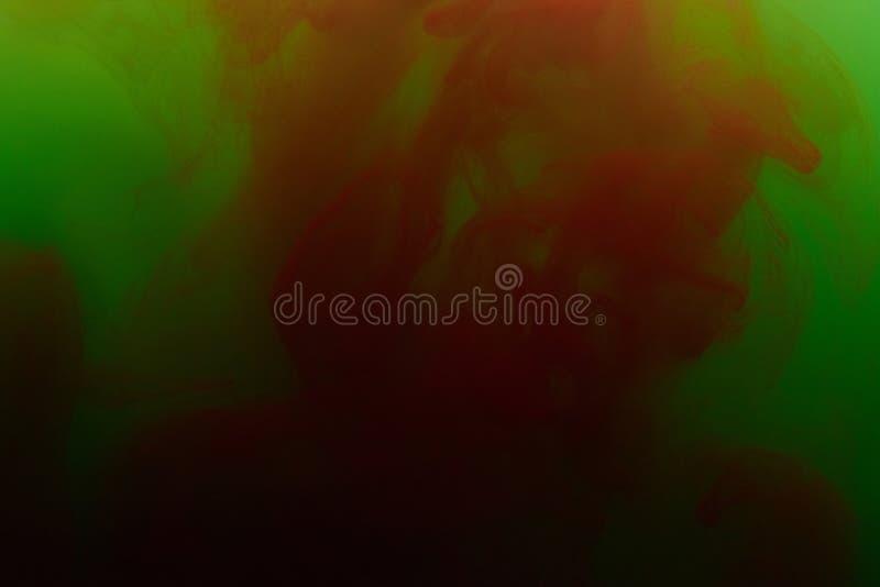 Mistura do vermelho e do verde de pintura de água fotografia de stock royalty free