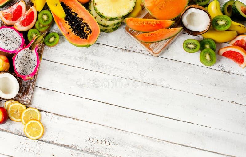 Mistura exótica dos frutos tropicais fotos de stock royalty free