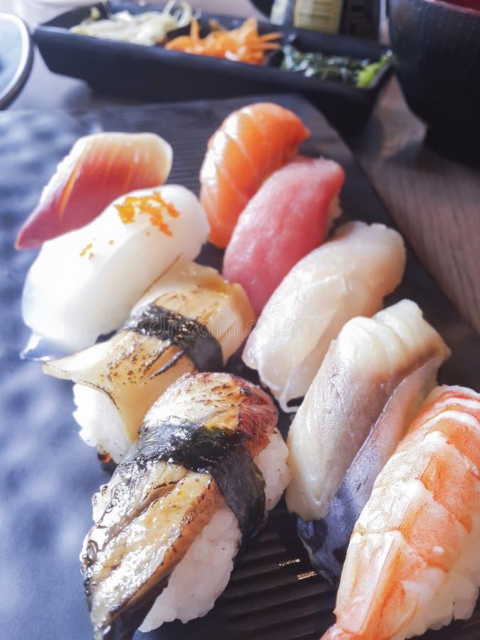 Mistura japonesa do sushi na tabela imagem de stock royalty free