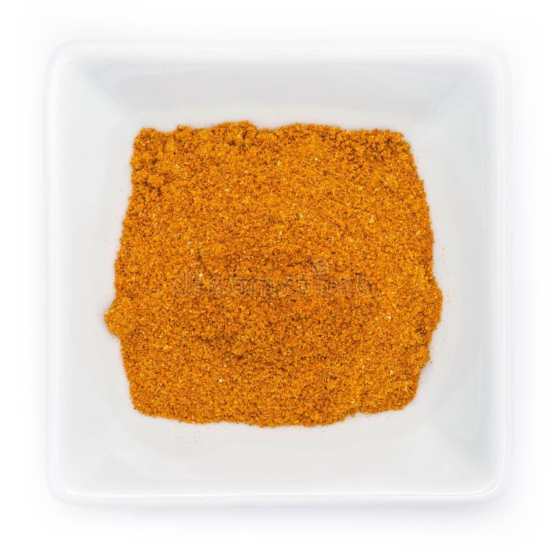Mistura passada da especiaria do macarronete alaranjado em uma bacia foto de stock royalty free