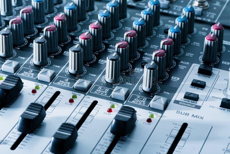 Misturador audio moderno, fim acima imagem de stock