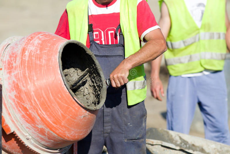 Misturador concreto no canteiro de obras foto de stock royalty free