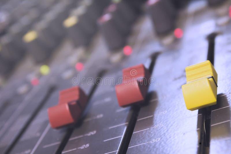 Misturador do áudio do close up fotos de stock royalty free