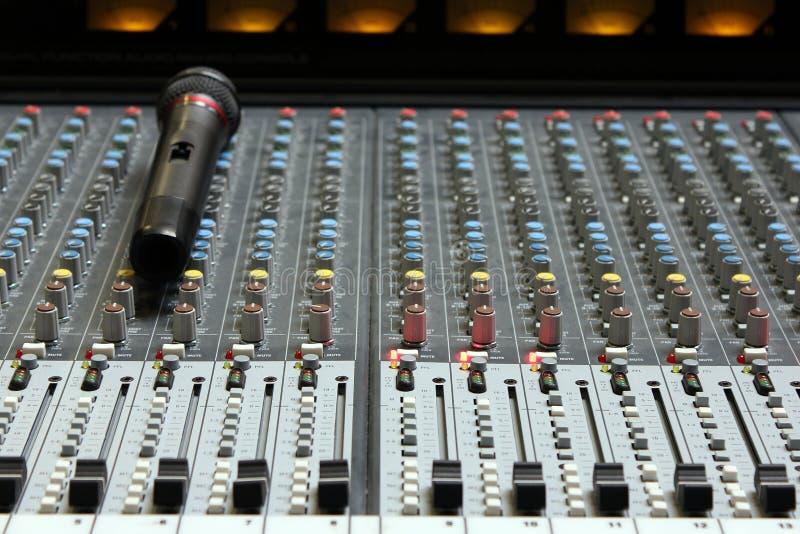 Misturador sadio audio com microfone fotografia de stock royalty free
