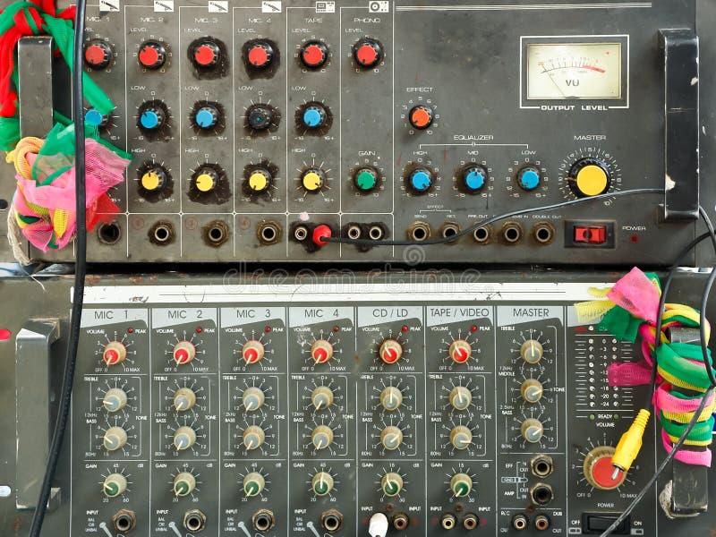 Misturador velho do amplificador foto de stock