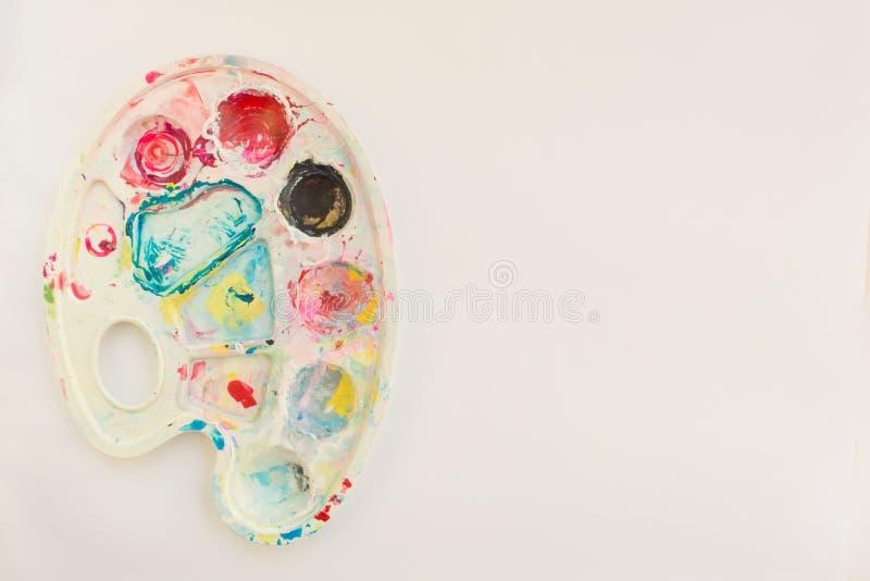 Misturar tintas, fechar Fundo colorido abstrato, papel de parede com paleta de artista foto de stock royalty free