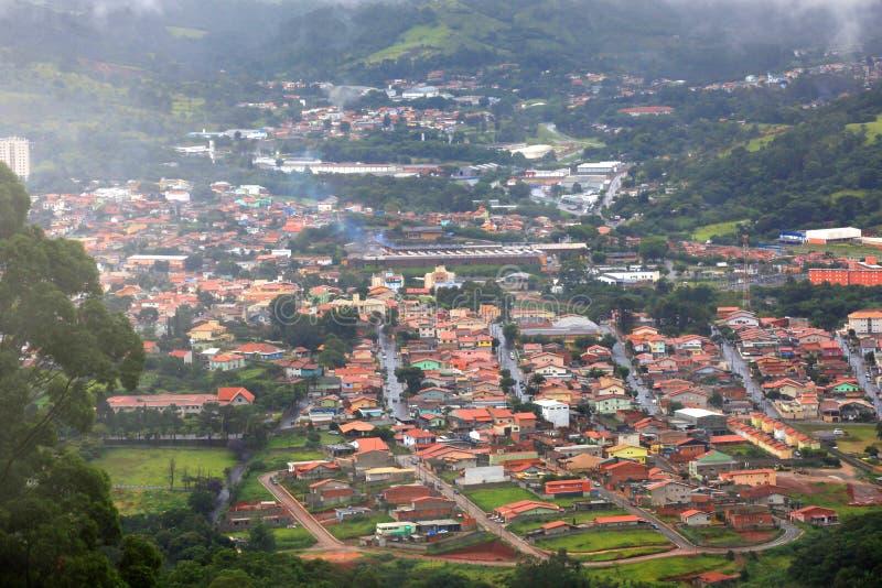 Misty Brazilian-Stadt stockbilder
