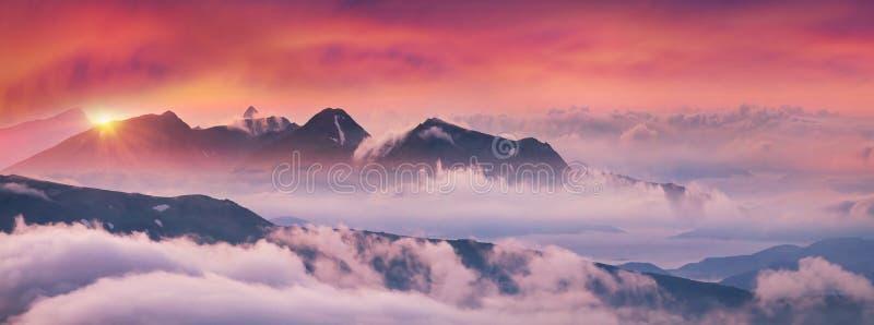 Misty Carpathian Sea fotografie stock libere da diritti