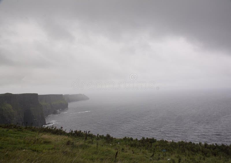 Misty Cliffs de Moher, Irlanda foto de archivo libre de regalías