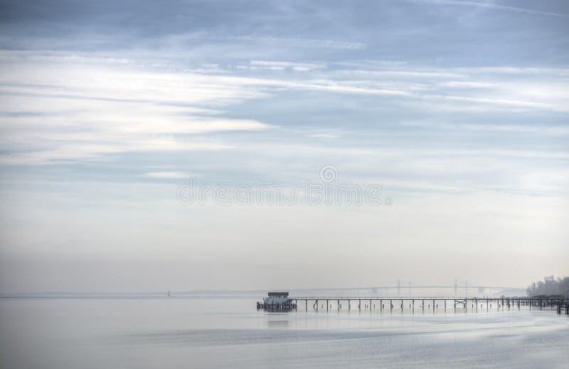 Misty Days sulla baia di Chesapeake immagini stock libere da diritti