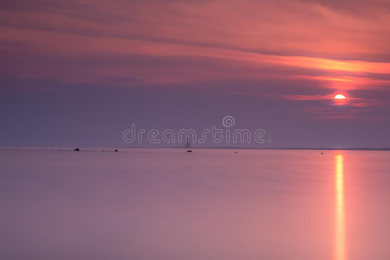 Misty Etherial Horse Island Ardrossan al tramonto sulla costa ovest della Scozia fotografie stock libere da diritti