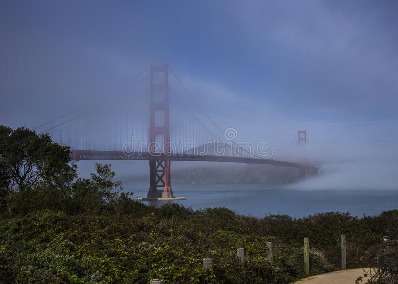 Misty Golden Gate Bridge fotografia stock libera da diritti